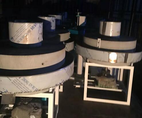 遂平刘总12台日产20吨石磨面粉机ballbet登录今天连夜装车发货